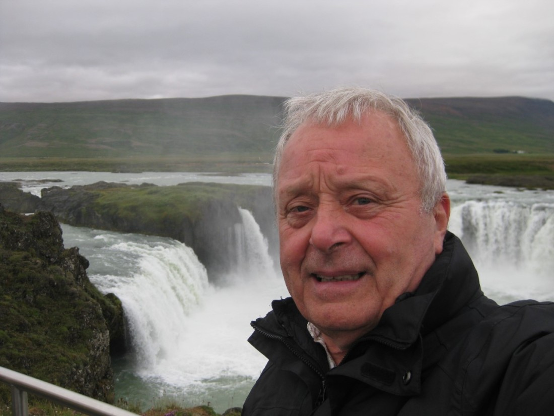 thumbnail_MeWaterfalliceland chamelon author